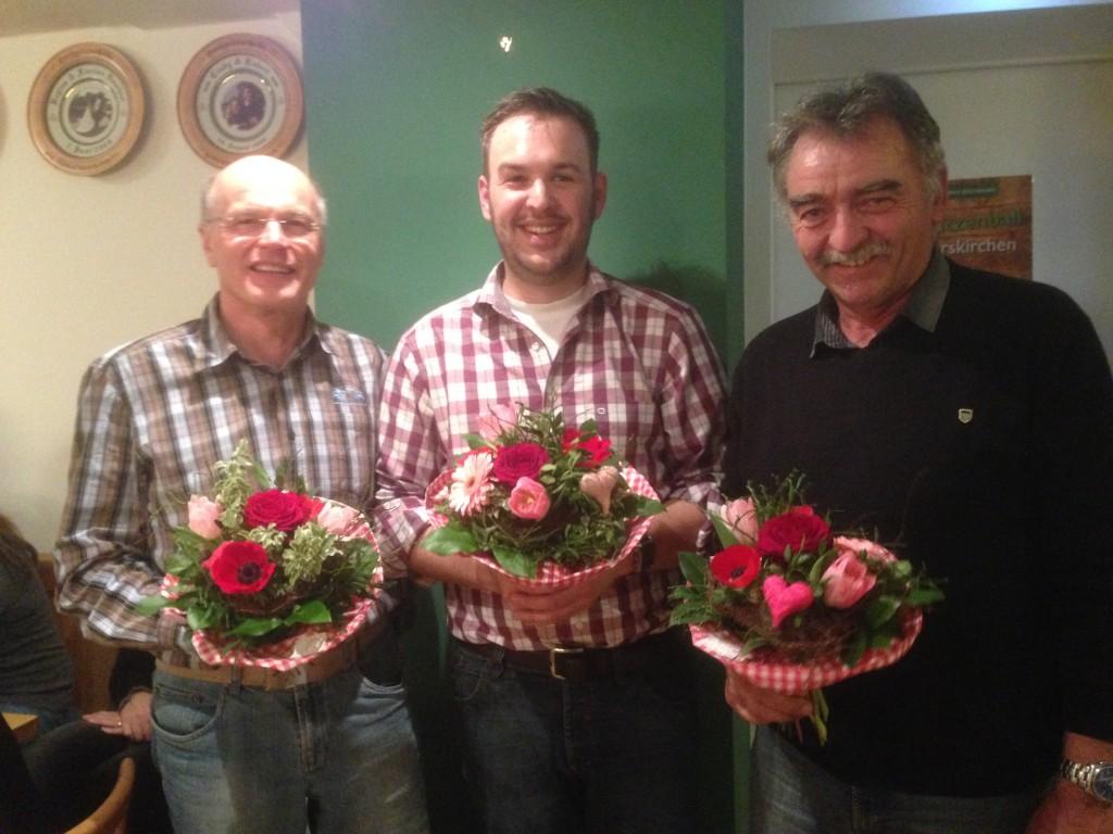 Bei der Flower Ceremony: Schützenkönig Tobias Gerauer (Mitte), Wurstkönig Erich Salfer (links) und Breznkönig Franz Langlechner (rechts)